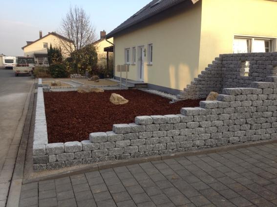 robin sudhoff garten landschaftsbau vorgarten mit gartenmauern. Black Bedroom Furniture Sets. Home Design Ideas